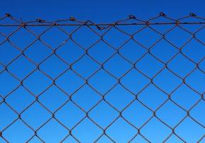 Čo sa skrýva za plotom?