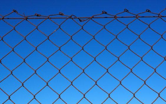 Čo sa skrýva za plotom