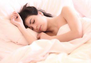 Ako si dopomôcť dizajnom interiéru ku kvalitnému spánku?